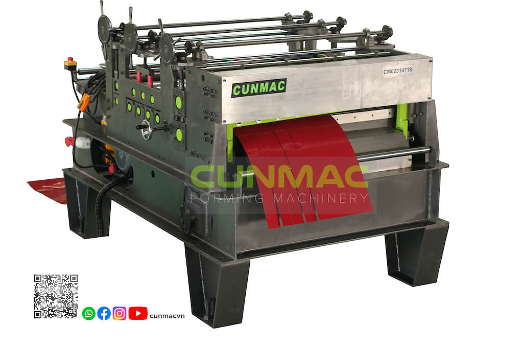 Leveling and cutting to length machine