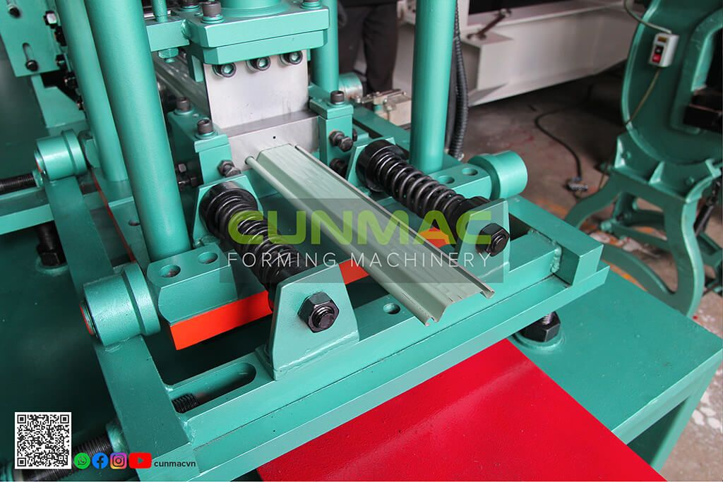 roll forming machine, shutter door machine , Taiwan shutter door machine, vietnam machine